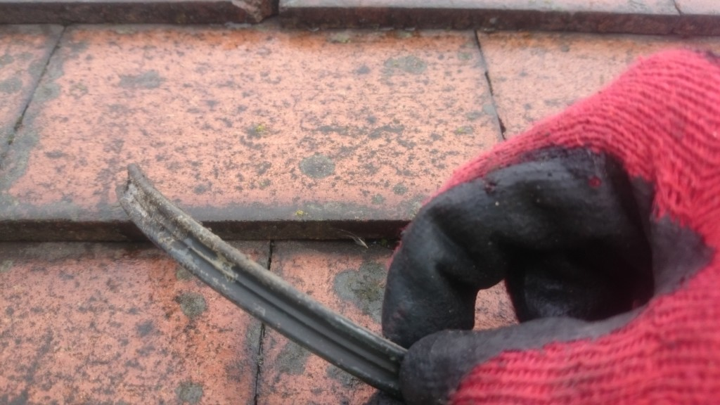 Clean the gutter seal